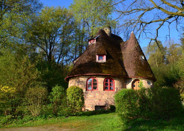 Steinhaus im Frühling